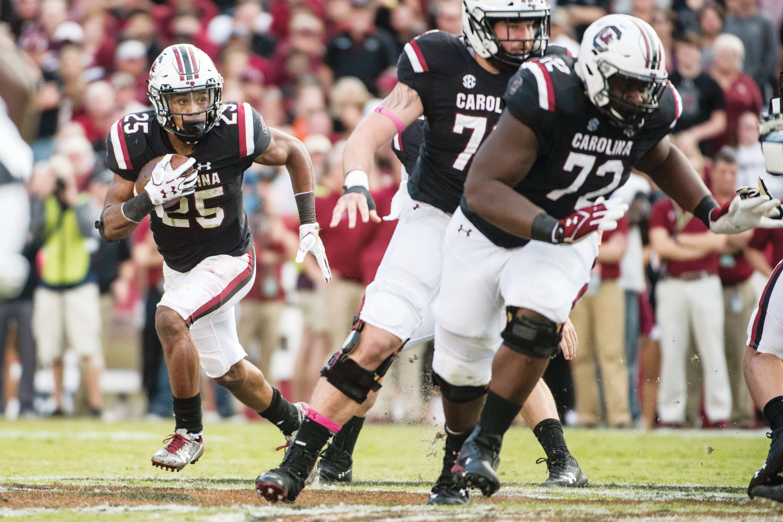 South Carolina running back A.J. Turner (25) carries the ball behind a block from lineman Donell Stanley (72) during the first half of the Gamecocks' 34-27 victory over Vanderbilt on Saturday in Columbia.