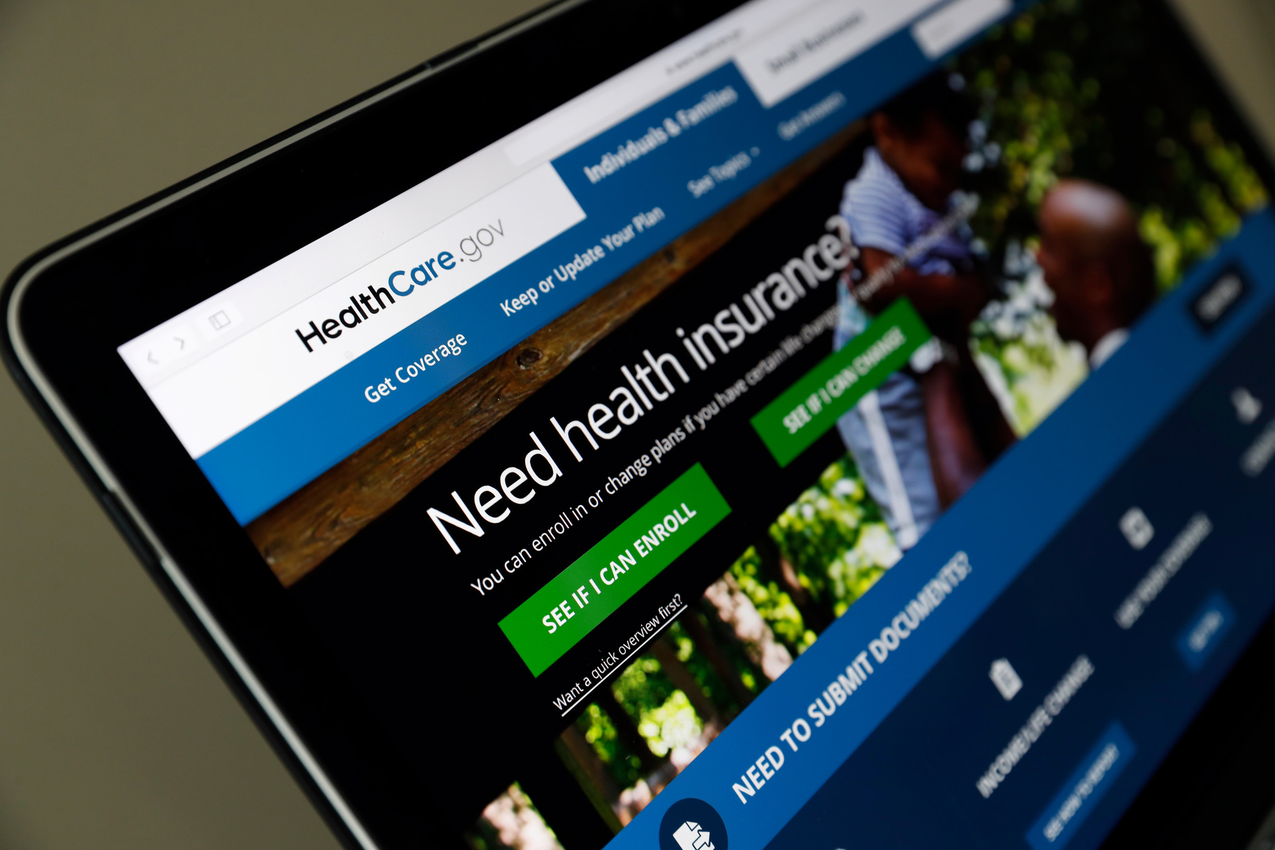 Local organizations help people sign up for health insurance coverage