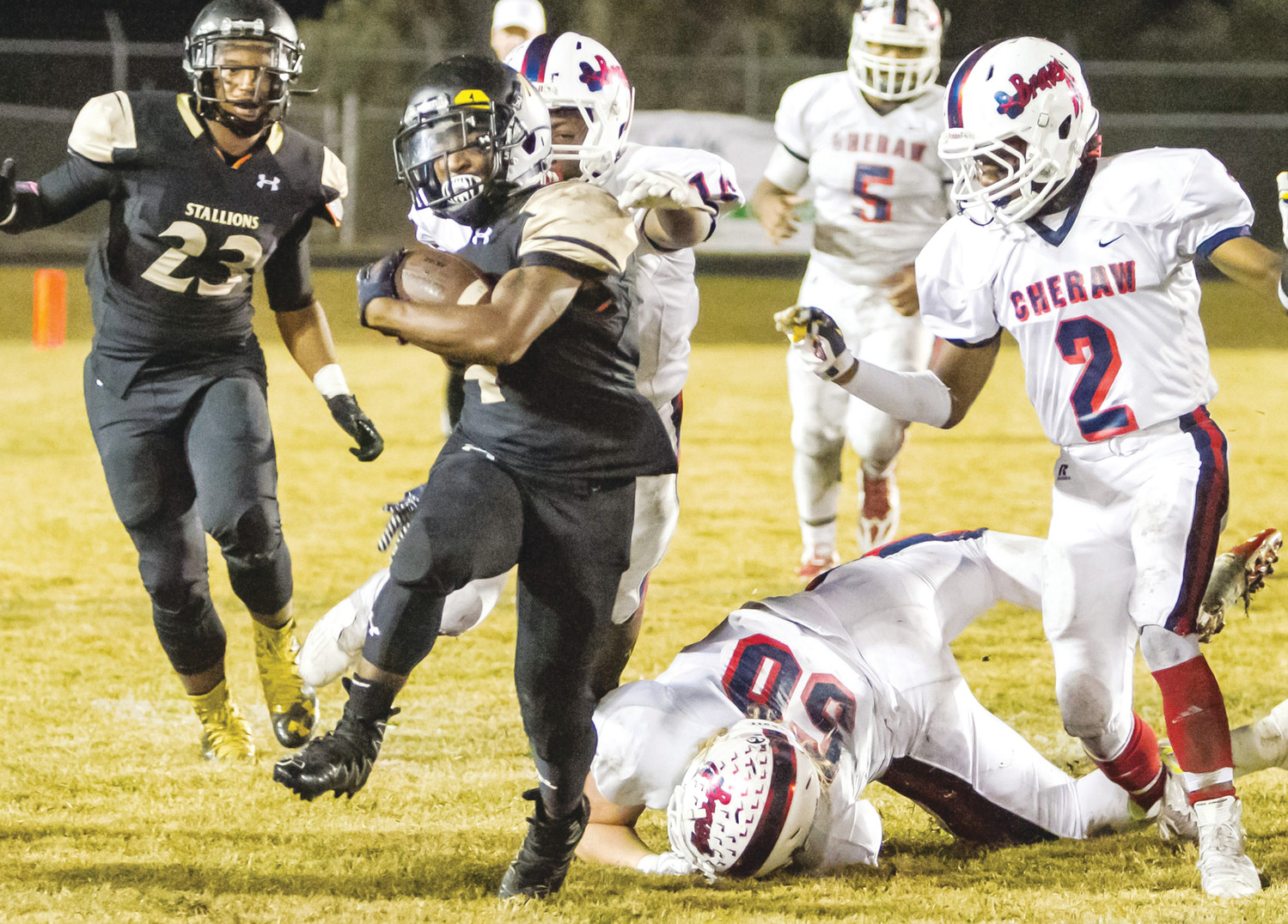 SUMTER ITEM FILE PHOTOLee Central running back Demetrius DuBose (4) will be signing to play college football with South Carolina State on Wednesday along with defensive lineman teammate Deontae Lowery and Crestwood defensive lineman Christopher Simon.