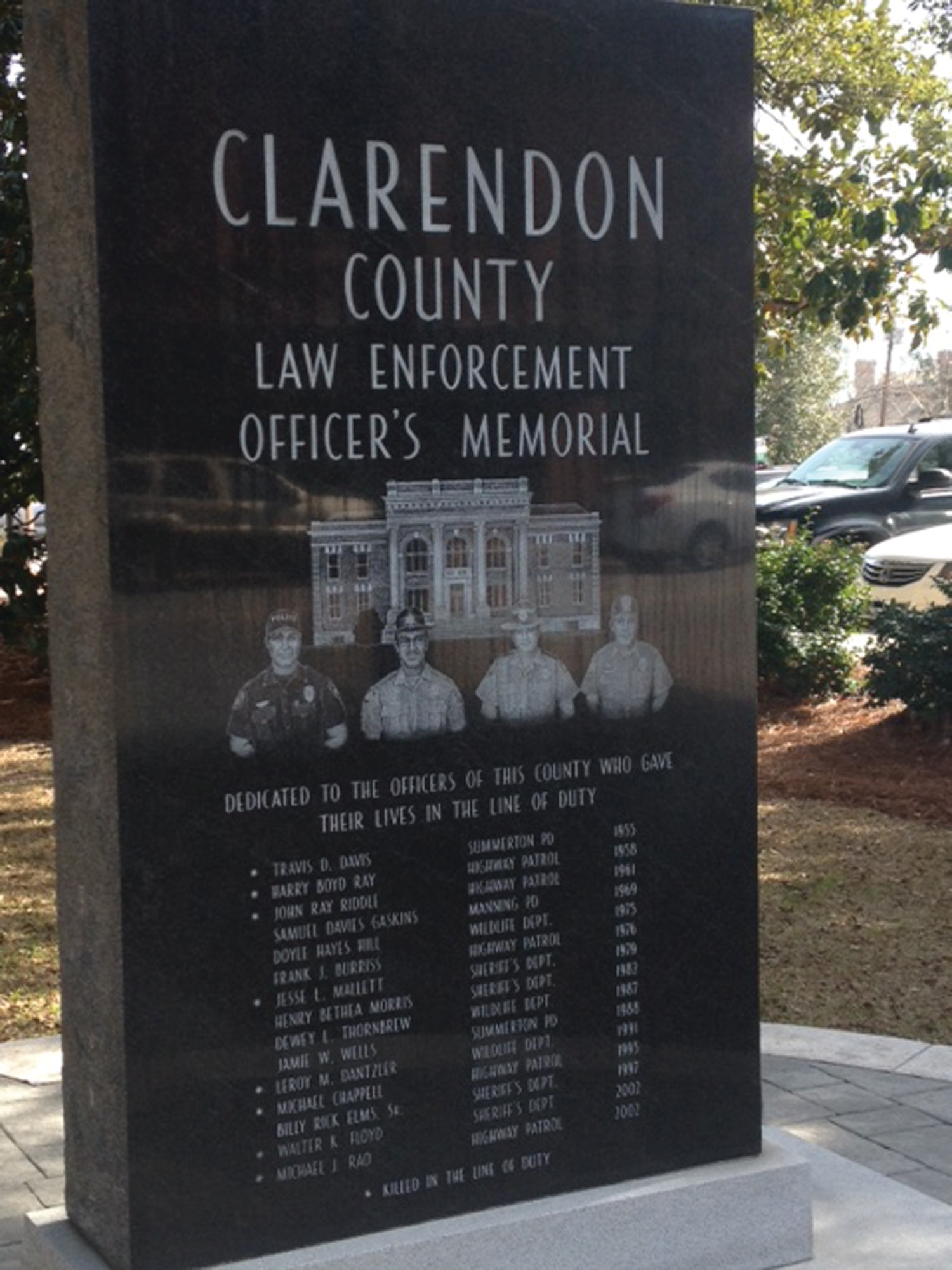 The family of former Turbeville Police Chief Samuel Edward Yates Sr. would like to see his name added to the memorial on the Clarendon County Courthouse square.