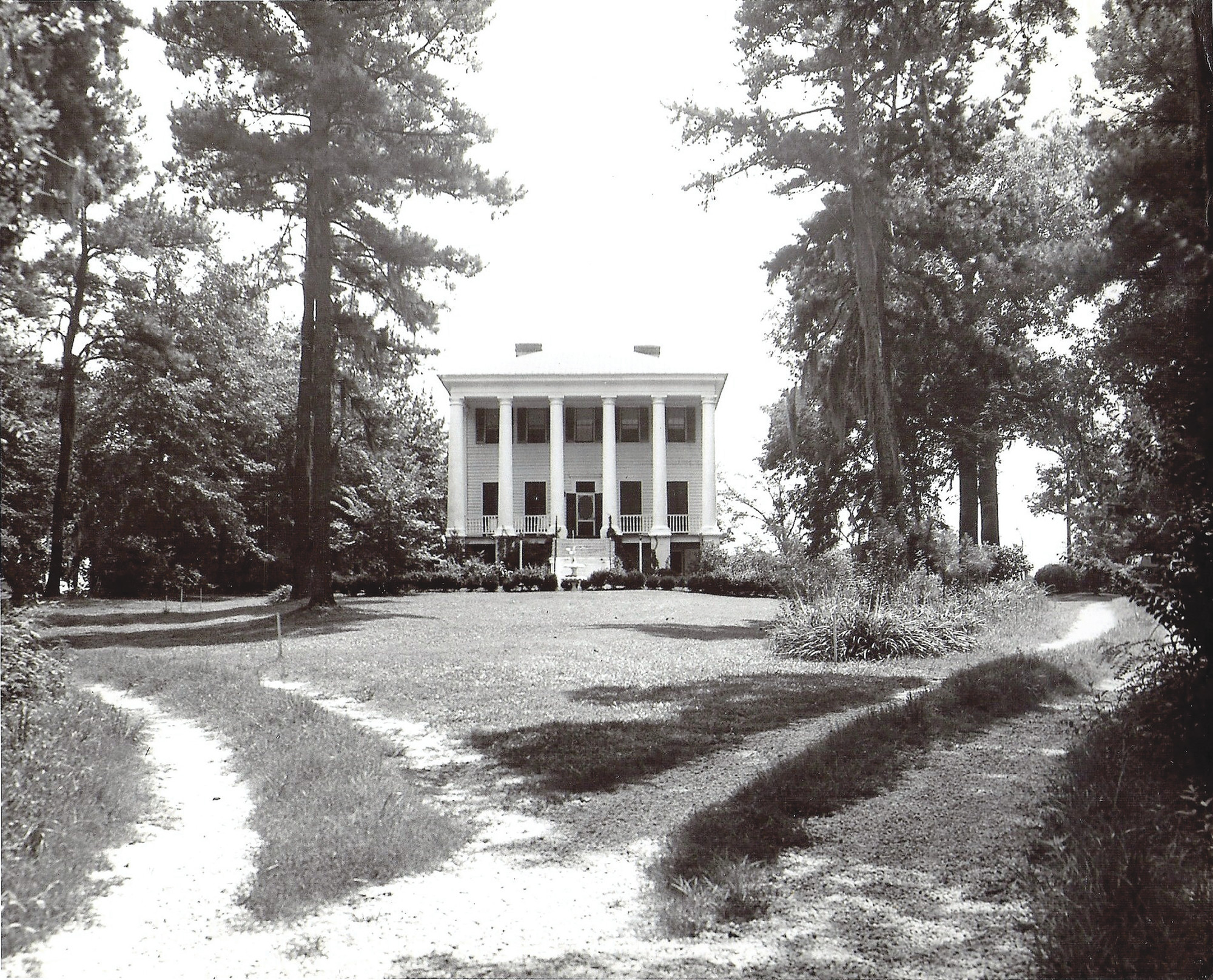 High Hills Plantation, the home of Alfred C. DeLorme, burned in 1965.