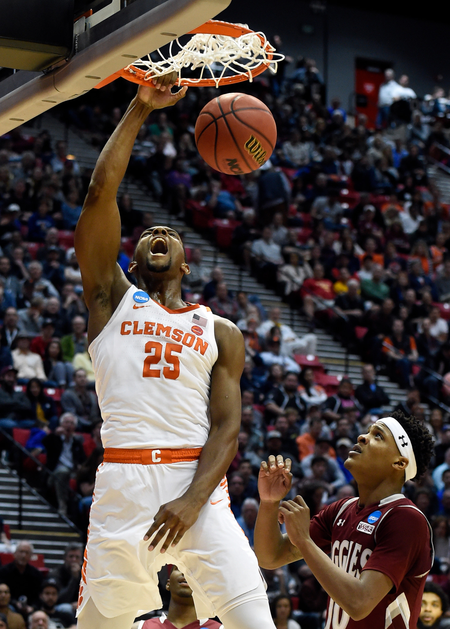 Clemson forward Aamir Simms (25) dunks on New Mexico State forward Jemerrio Jones (10) during the Tigers' 79-68 victory in a first-round game in the NCAA tournament on Friday in San Diego.