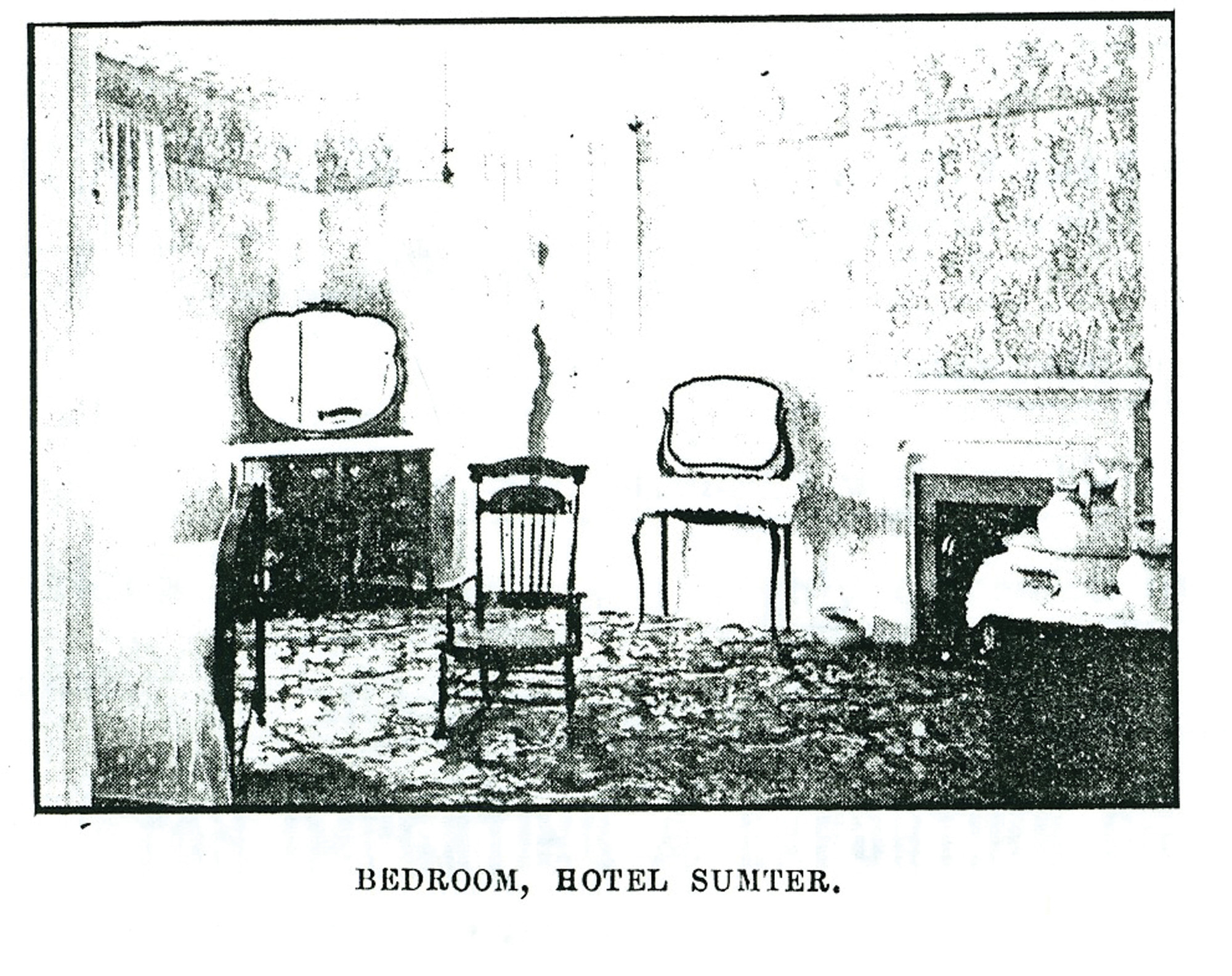 A bedroom in Hotel Sumter