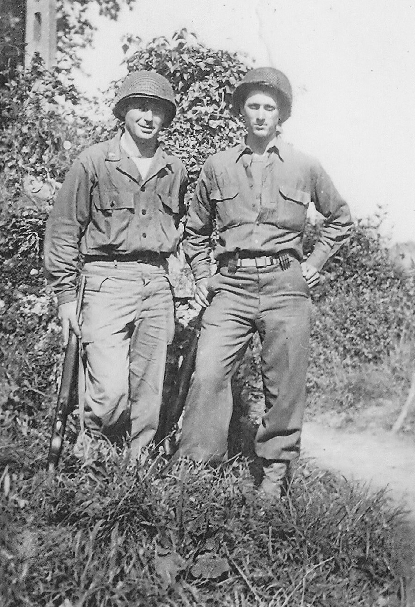 Sim Wright, right, stands with a fellow infantryman during World War II.