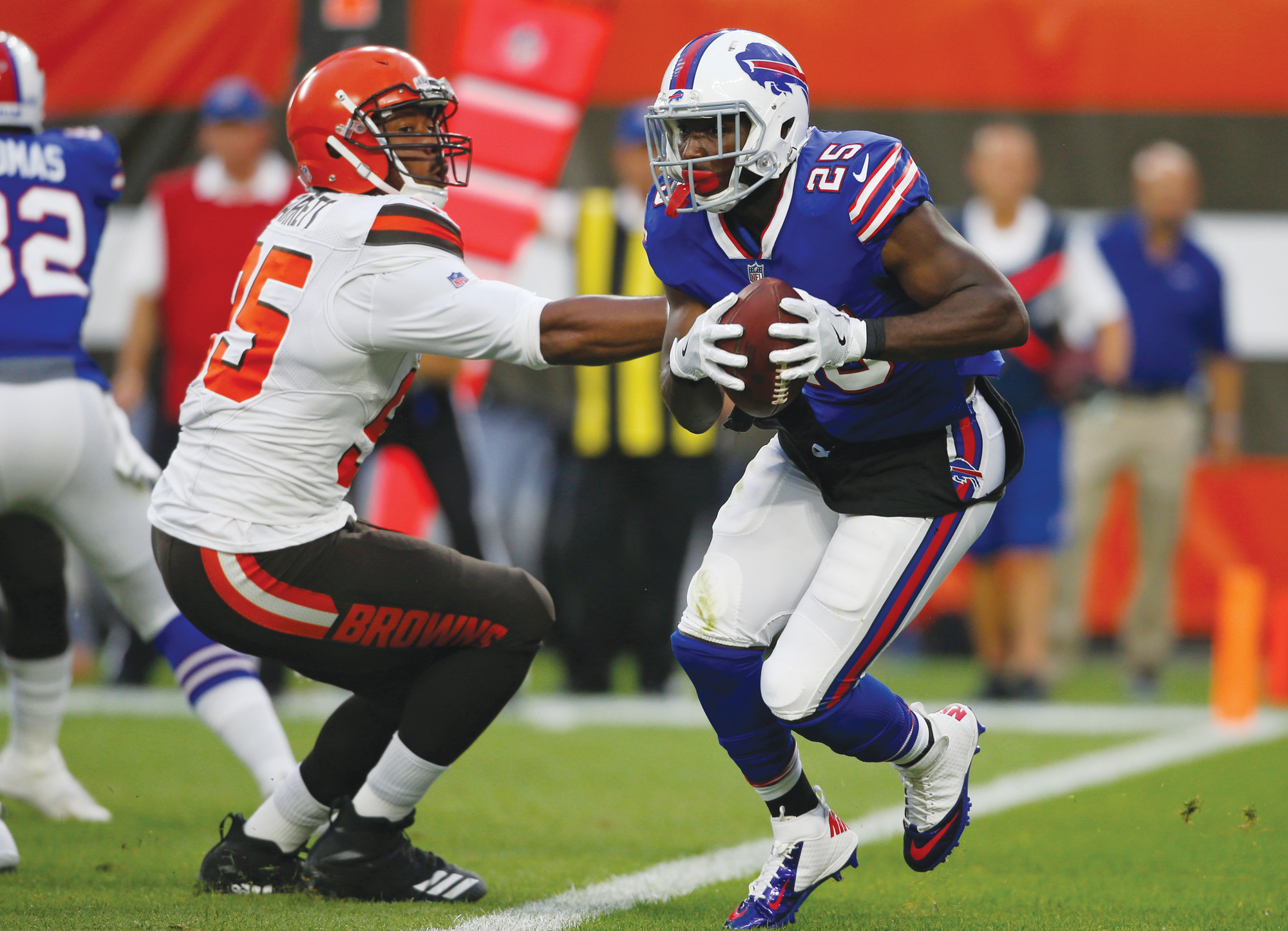 f6b3c16a68d Buffalo Bills running back LeSean McCoy (25) rushes against Cleveland  Browns defensive end Myles
