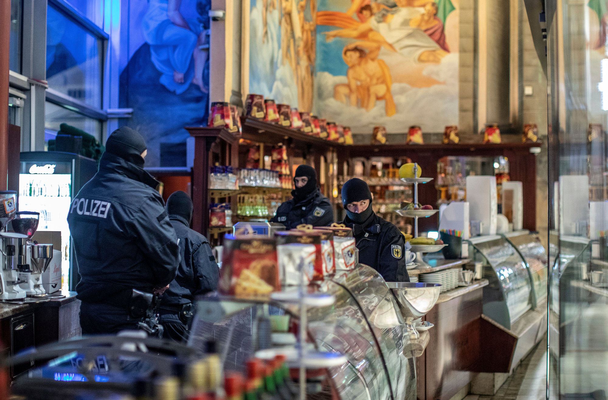 At least 90 Ndrangheta mafia members arrested in Europe-wide raids