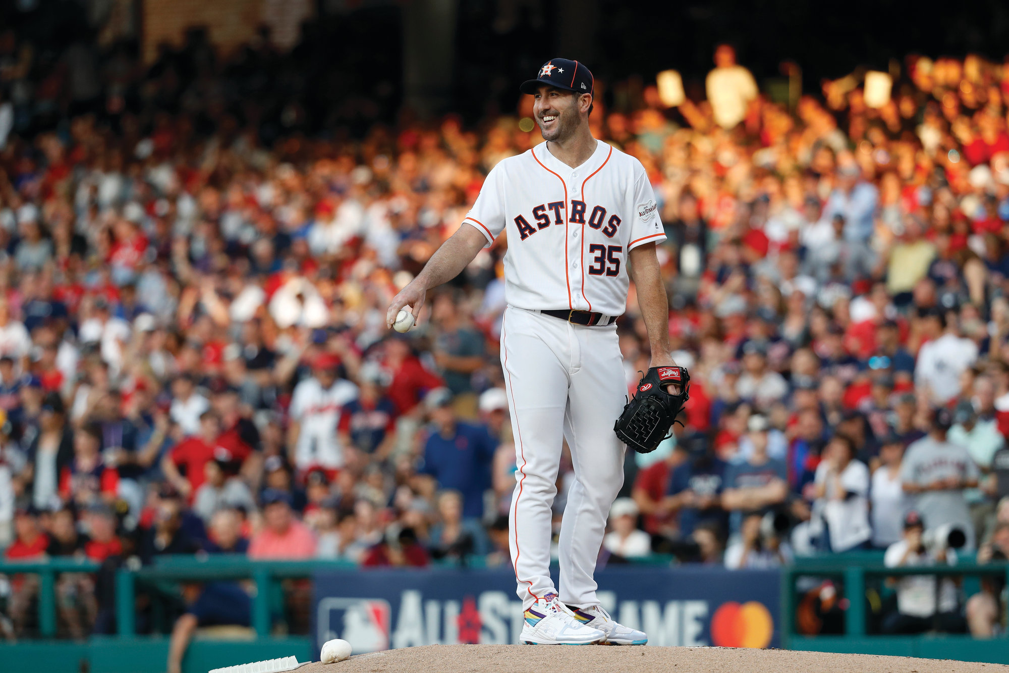 THE ASSOCIATED PRESS  American League starting pitcher Justin  Verlander of the Houston Astros smiles as he prepares to pitch during the first inning of the All-Star Game on Tuesday in Cleveland. The AL won 4-3 over the National League.