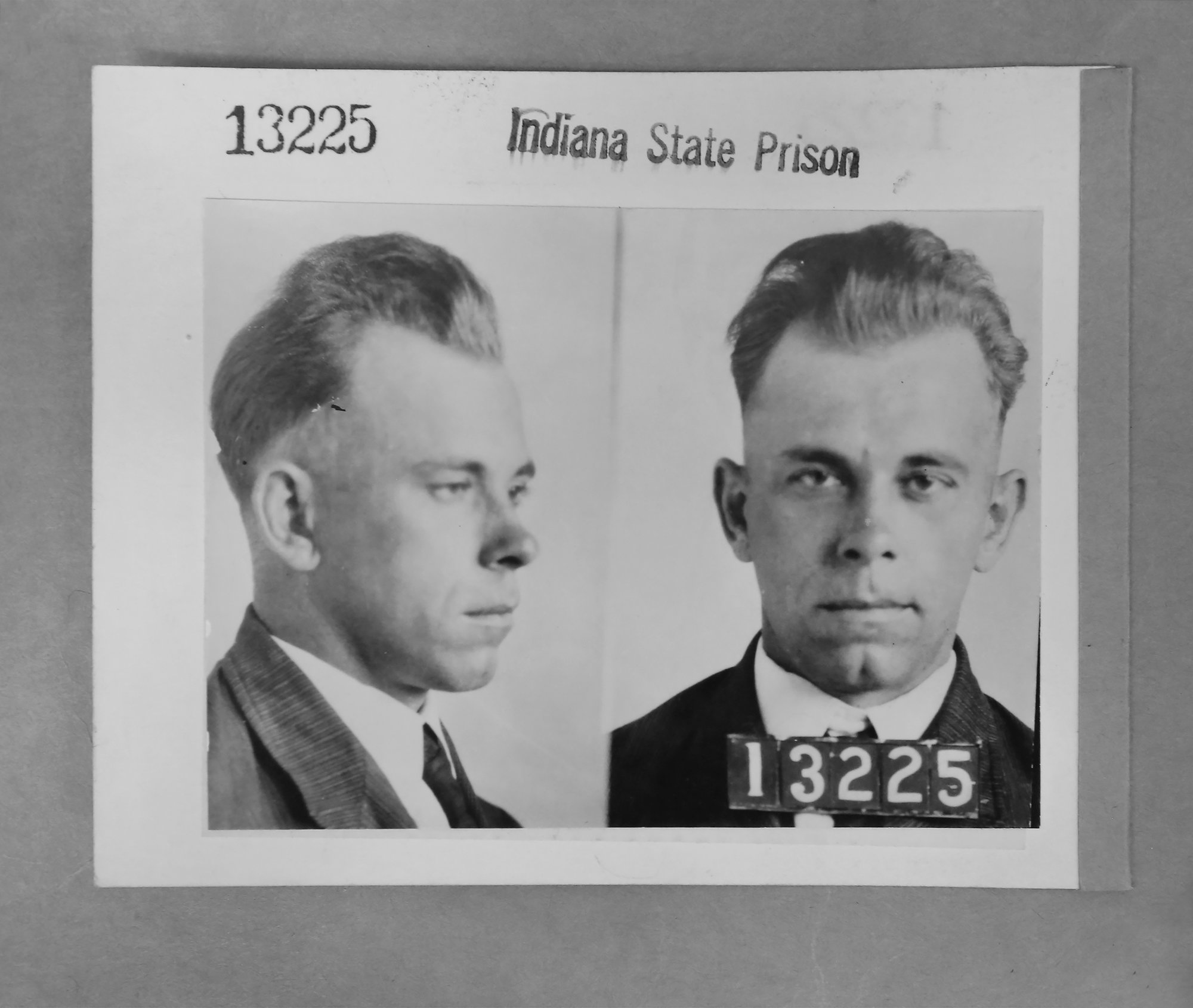 2 Dillinger relatives doubt body in grave is the gangster | The