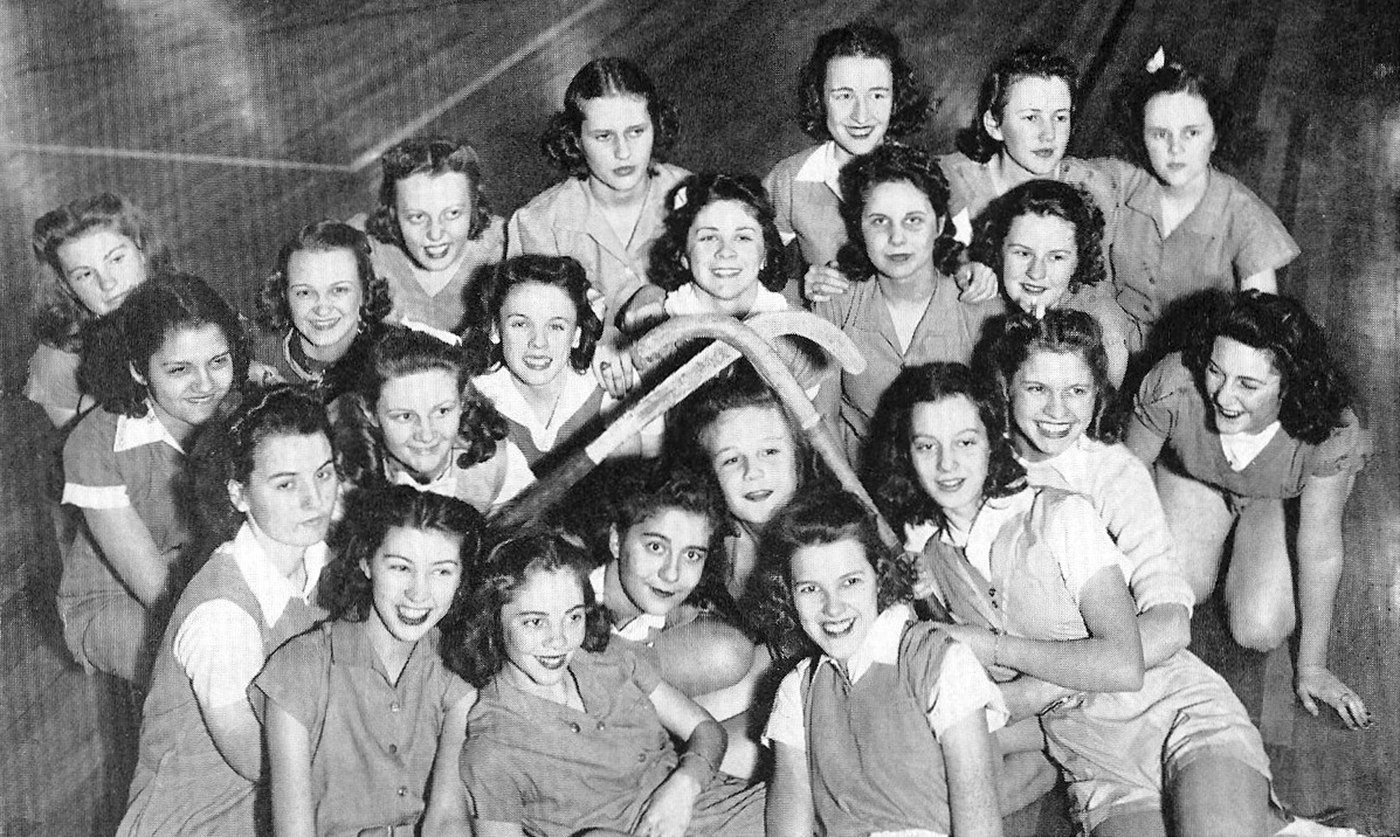The SHS senior hockey team in 1940 included Estelle Folsom, Louise Reynolds, Dorothea Bultman, Lucy Barringer, Louise Nance, Gwen Hatfield, Margaret Terry, Patsy Warren, Susan Williams, Eleanor Barwick, Mildred Burkett, Emma Parrott, Margaret Tucker, Zelda Barnett, Julia Evans, Alma Wilson, Connie Mathis, Betty Brown, Corinne Levy, Annie Mae Shaw, Melle Pringle and Dorothy Windham.