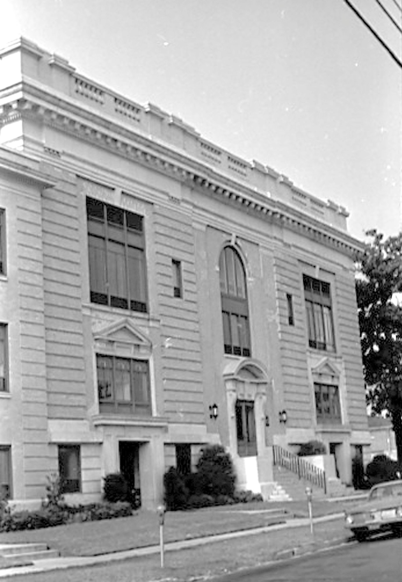 The Sumter County Courthouse was remodeled in 1964. The property it sits on was bought by the county from the three Solomons sisters.