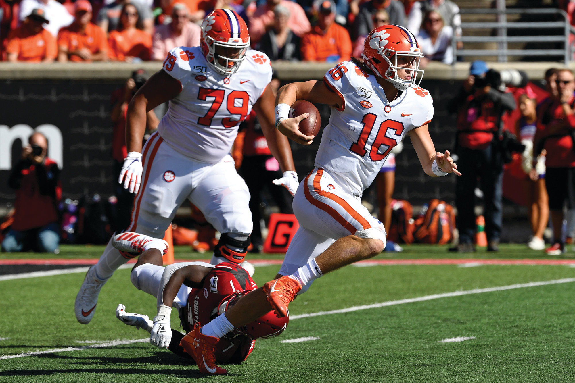Qb Lawrence Welcomes Critics Wins For No 4 Clemson The