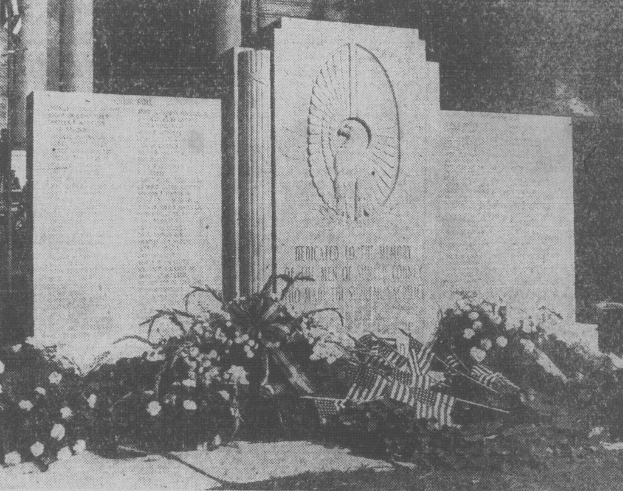 A white marble memorial honoring those from the city and county of Sumter who died in service during World War II was unveiled in 1949 in front of the county courthouse. It bears the names of 131 who died fighting for Americans' freedom. It was sponsored by the Sumter County Pilot Club, which conducted a 2-year fundraising campaign to build it.