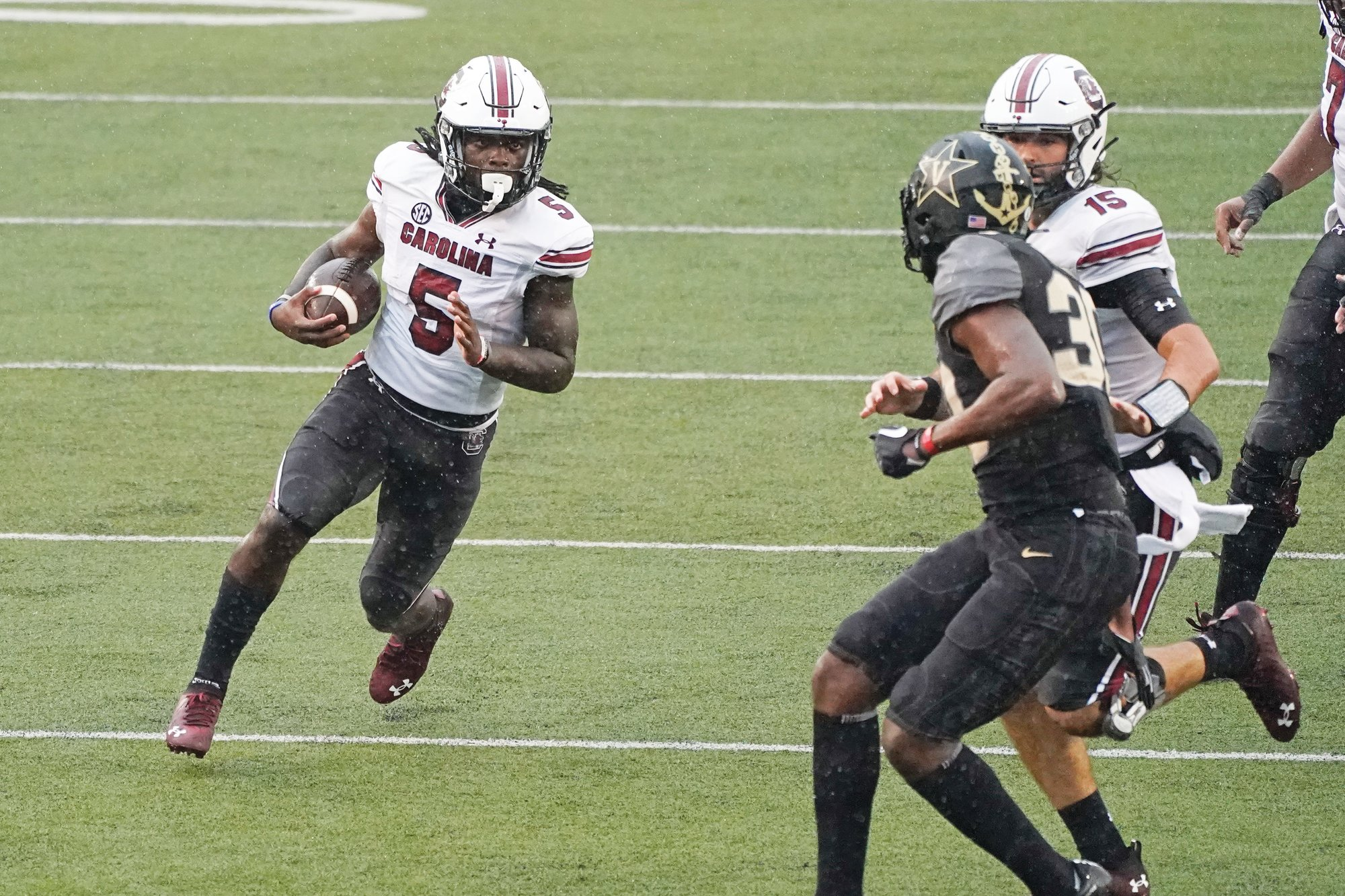 South Carolina wide receiver Dakereon Joyner (5) runs 47 yards for a touchdown against Vanderbilt during the Gamecocks' 41-7 win on Saturday in Nashville, Tennessee.