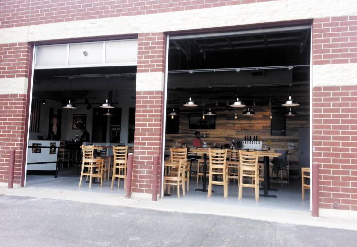 The owners of 38 State Brewing Company gave their establishment a casual feel, like the garage gatherings where their concept was born.
