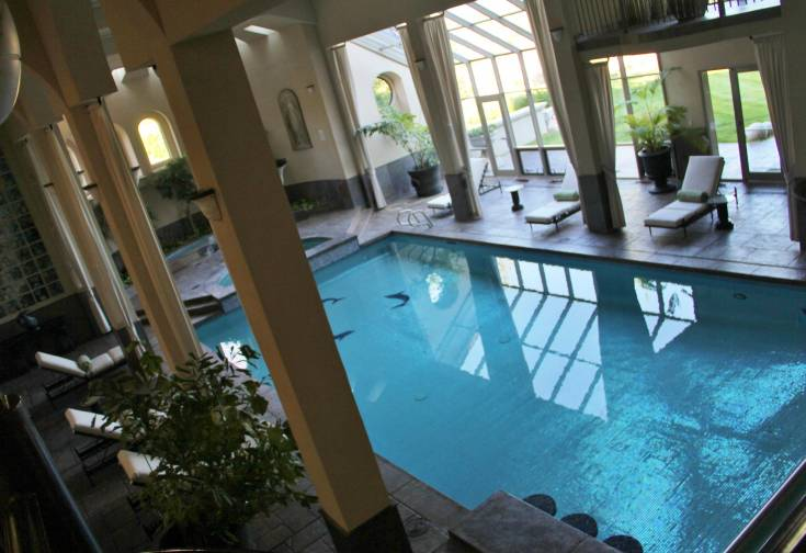 The indoor pool at Serenity Ridge.