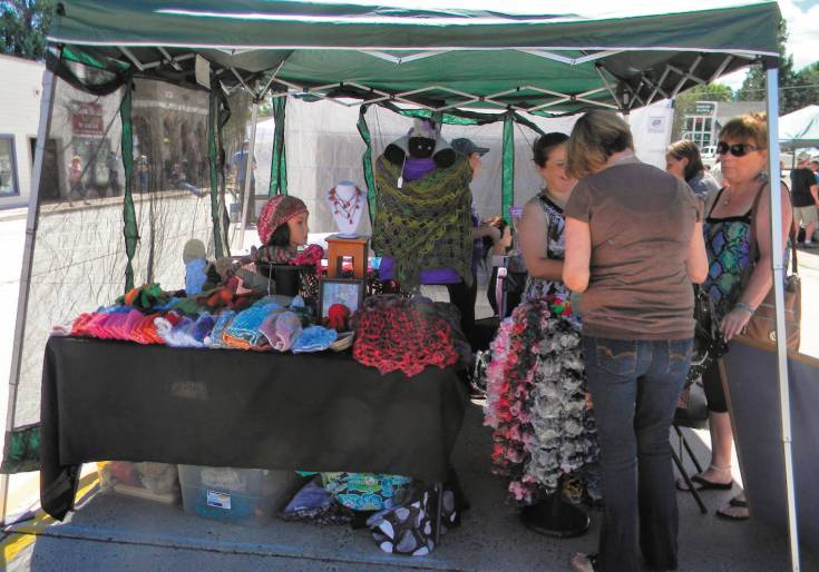 Jocelyn Davis, of Desert Rose Designs, talks to patrons about her work during the Elizabeth Music and Art Festival on Aug. 23. Courtesy photo