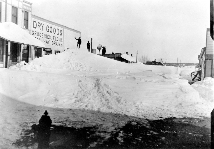 Snow in downtown Monument, 1913.