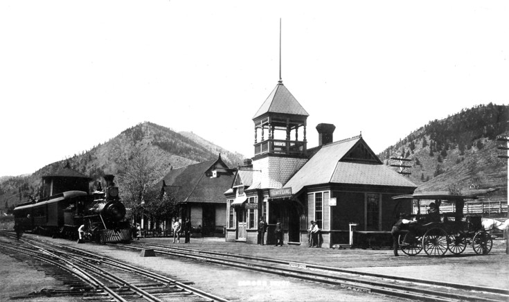 Palmer Lake Depot and Judd's Eating House beyond in 1894.