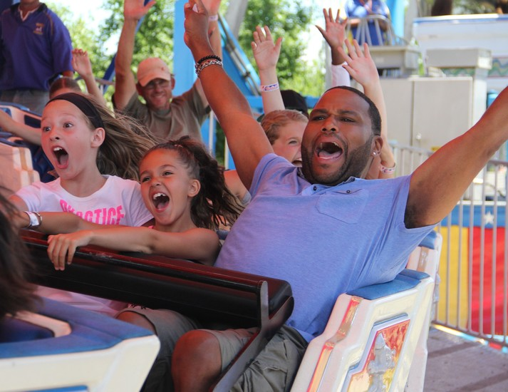 "Actor/comedian Anthony Anderson screams on a ride with Jade Bennett, 8, center, and Camryn Ossman, 10, both of Parker, while filming ""Carnival Cravings with Anthony Anderson"" for the Food Network. Photo by Chris Michlewicz"