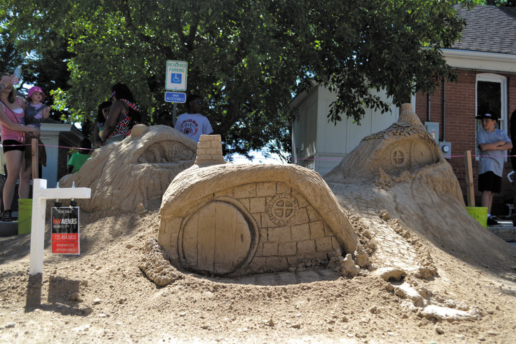 A vision of the Shire from the Lord of the Rings novels pops up as Keller Williams' sandy scene, one of the 2016 creations. Five teams from last year's competition are back to compete again this year.