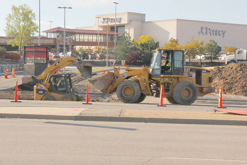 Construction crews work to add an eastbound entrance lane into the Park Meadows Retail Resort on Sept. 29. The widening project also includes a left turn signal at the northeastern entrance of the mall.