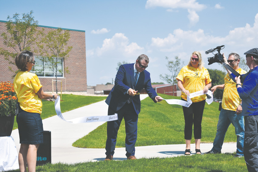 Superintendent Jason Glass cuts the ribbon on the new wing at Drake Middle School.