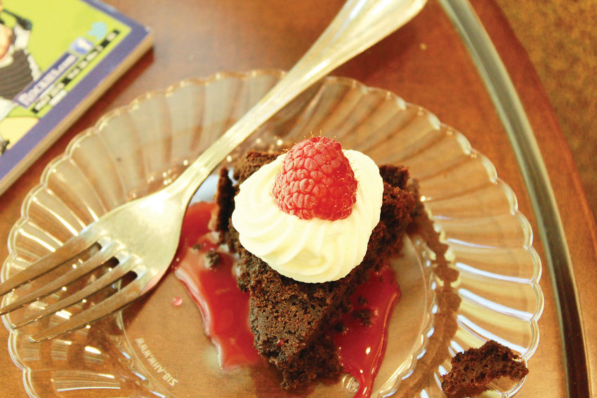 One eight inch flourless chocolate cake can be prepped in 45 minutes, or less.