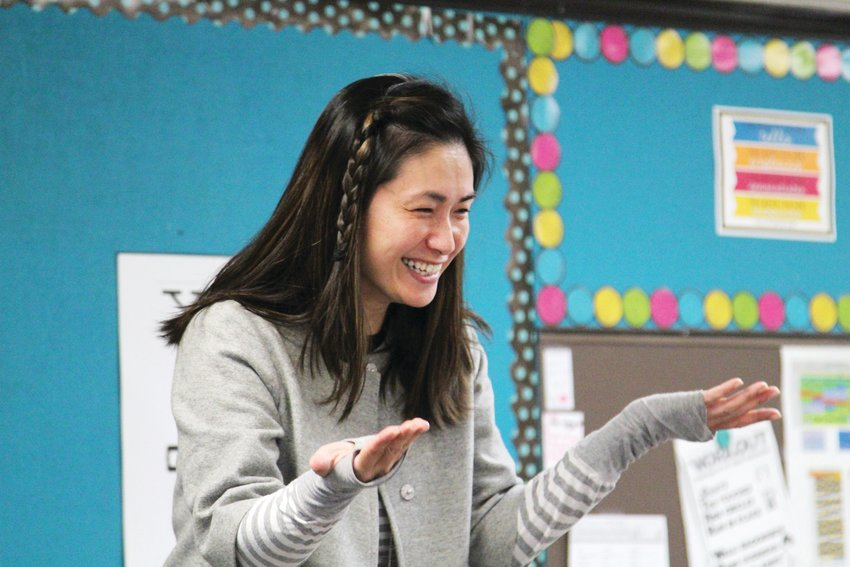 Yawen Lien leads her class in song as they learn Mandarin.