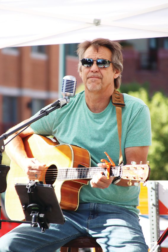 Live music serenaded shoppers at the Artfest in Castle Rock on Sept. 12.