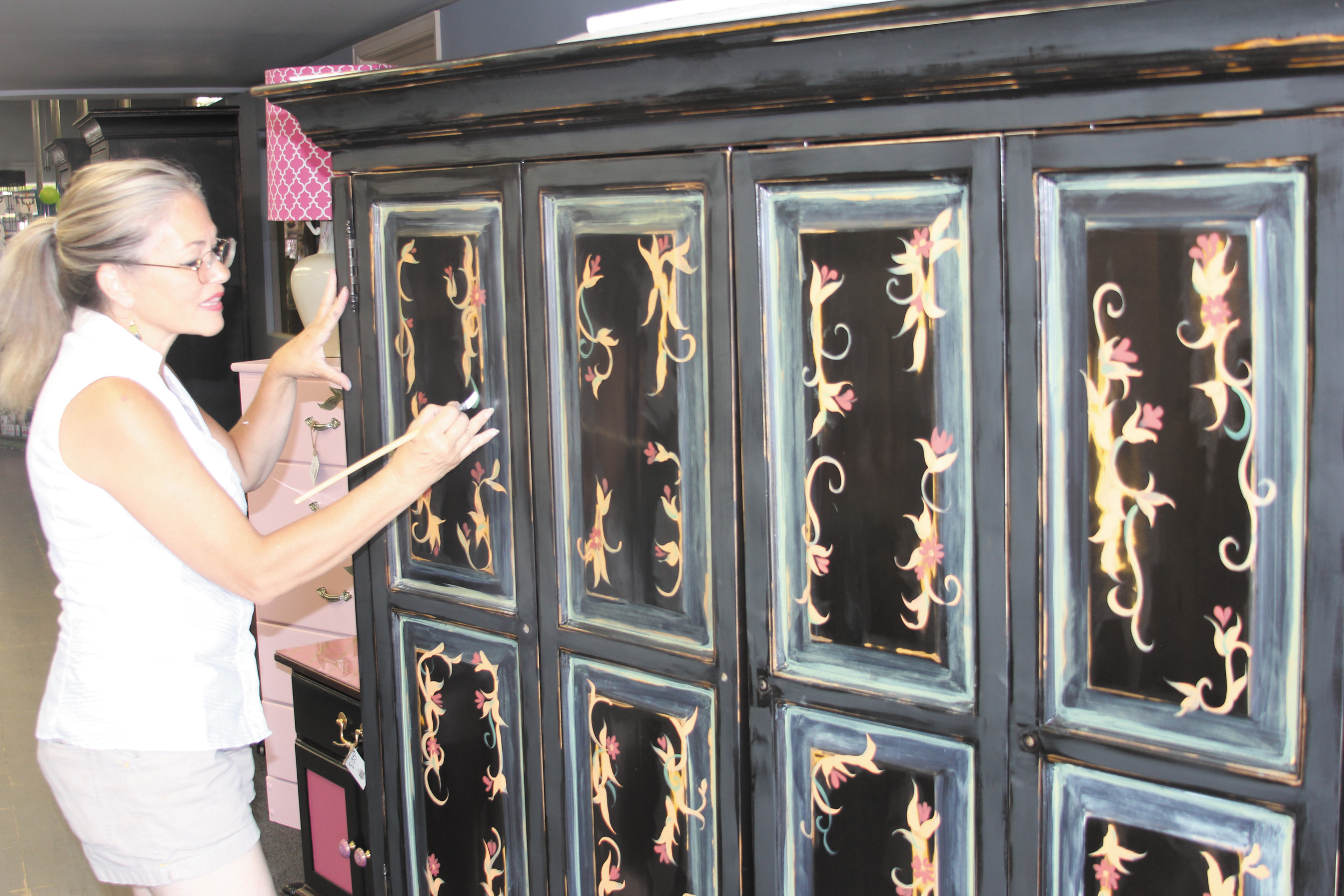 Lara Oliver Shows How She Created The Paintings To Turn A Piece Of Used  Furniture Into