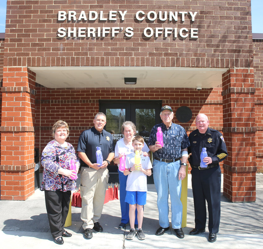 ON WEDNESDAY, WESTSIDE RURITAN members met with BCSO representatives Lt. Tim Mason and Chief Brian Smith to donate reusable water bottles to the BCSO Litter Crew. The aim of the initiative is to combat the problem of excessive disposable plastics being introduced to landfills. From left are Westside Ruritan Director Linda Melton, Mason, Joyce Johnson, Jackson Hall, W.W. Johnson and Smith.