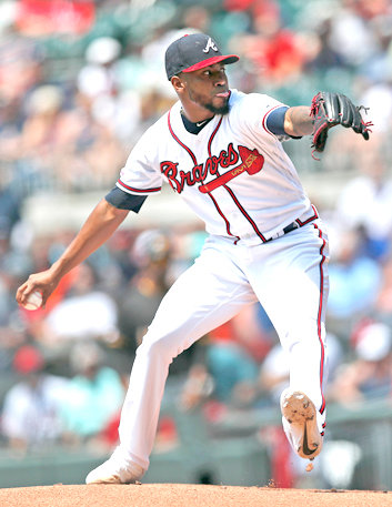 ATLANTA starting pitcher Julio Teheran works against the Pittsburgh Pirates in the first inning Thursday, in Atlanta.
