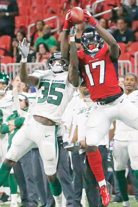 FALCONS wide receiver Olamide Zaccheaus (17) makes a catch aginast New York Jets defensive back Tevaughn Campbell (35) Thursday, in Atlanta.