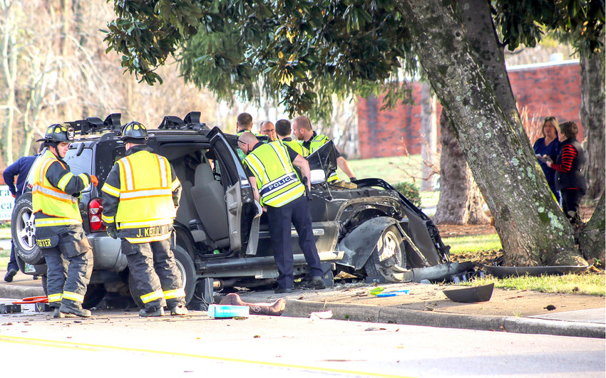 A SINGLE-VEHICLE ACCIDENT resulted in the fatality of a Cleveland woman Thursday morning on Peerless Road. The Cleveland Police Departmeny investigation is continuing to determine what might have caused the accident.