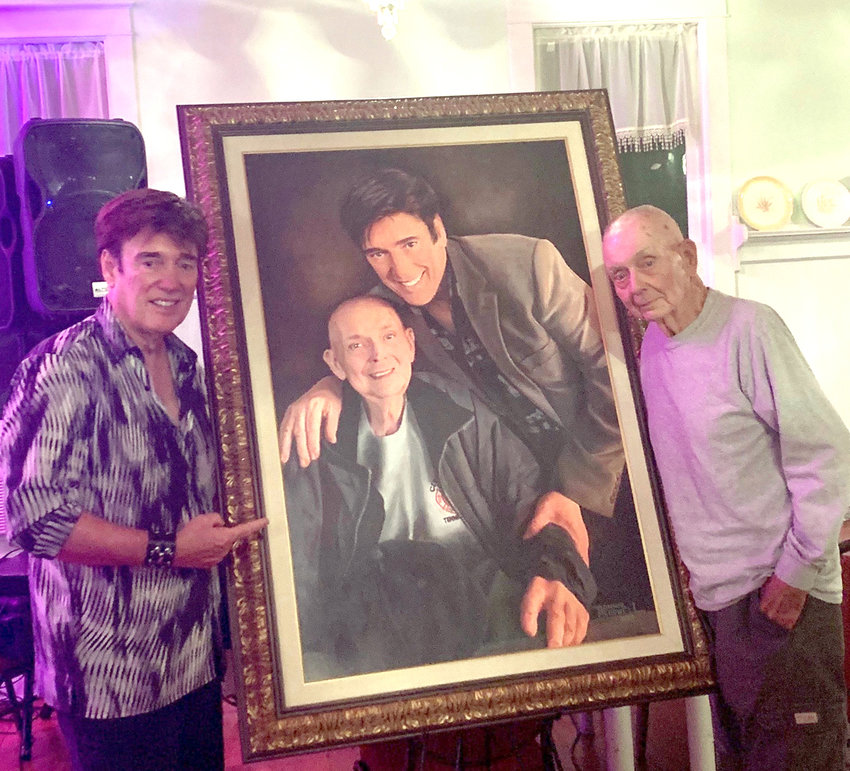 Ronnie McDowell, left, presented this painting of Bob Hunsucker and himself, to Hunsucker at a recent dinner in Red Boiling Springs.