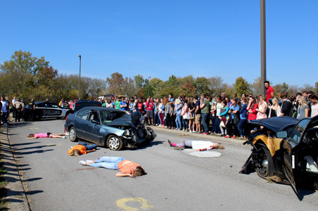 Dangers of distracted driving demonstrated for students | The ...