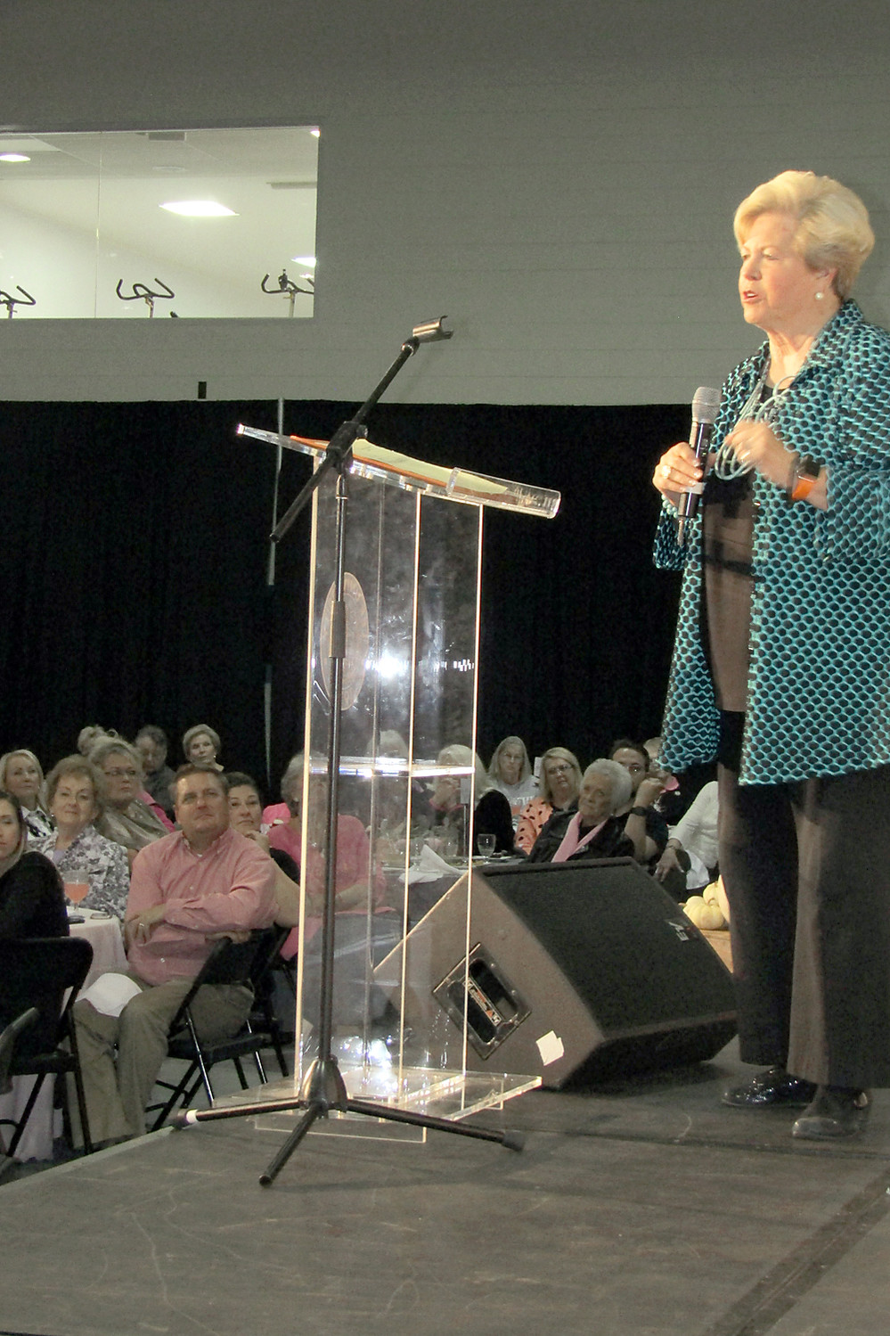 UT ATHLETICS Director Emeritus Joan Cronan told how Lady Vols coach Pat Summitt taught her life lessons in making a difference.