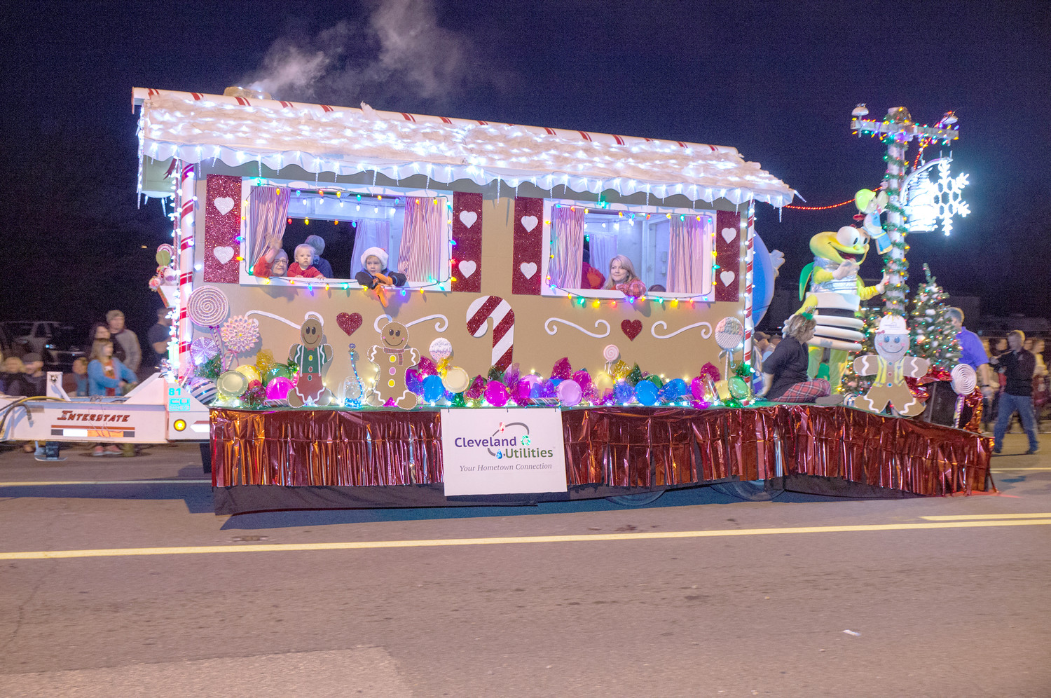 CLEVELAND UTILITIES TOOK home the Civic/Nonprofit float award in the Mainstreet Cleveland Christmas Parade.