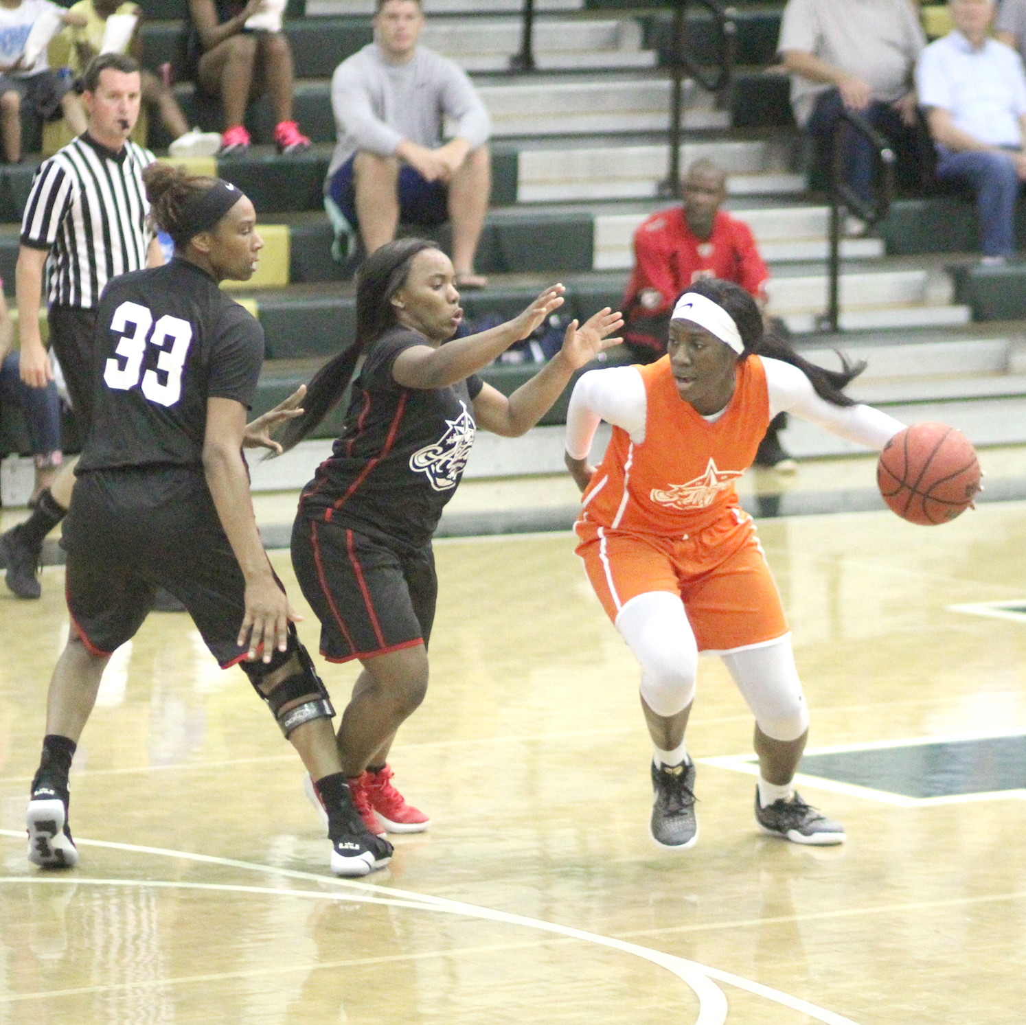 FORMER BEARETTE Rhyne Howard goes around a pair of defenders in the Tennessee-Georgia All-Star Game at Notre Dame High on Friday. Howard filled the stat sheet in a win with 11 points, seven assists, three blocks and a pair of steals.