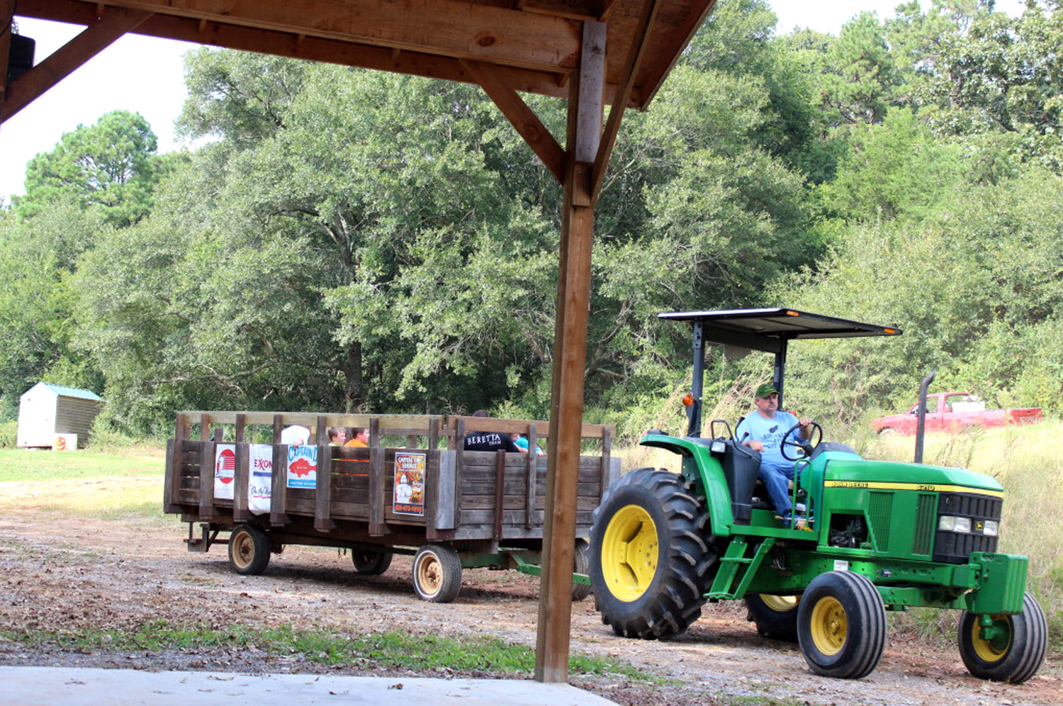 "BIRCHLAND OCOEE FARM is hosting a ""farm to table"" event offering an ""authentic farm experience"" complete with hayride, a long farmhouse table and strolling musicians.  Get out in the country and relax with some great food."