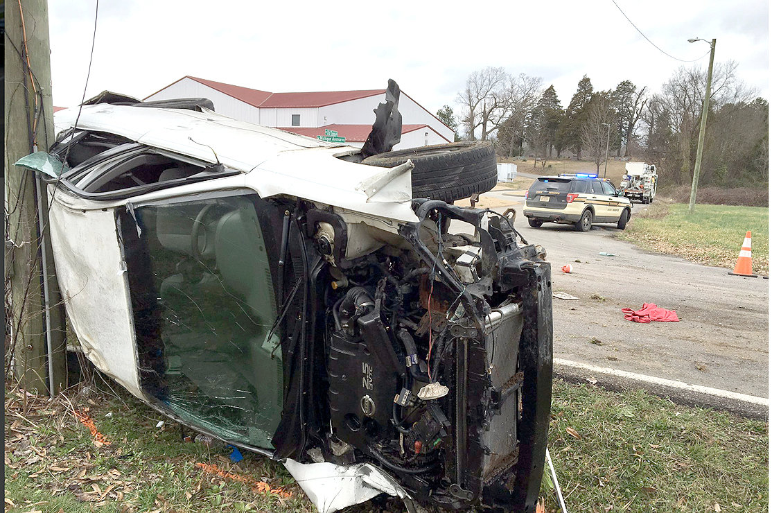 Single-car crash on Michigan Avenue Road ejects passengers | The