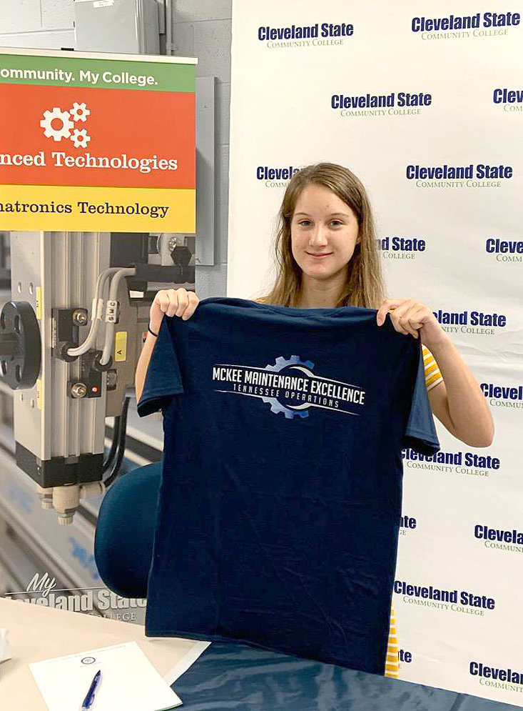 MAKAYLAH SHOEMATE, an incoming freshman at Cleveland State, signed with McKee Foods.