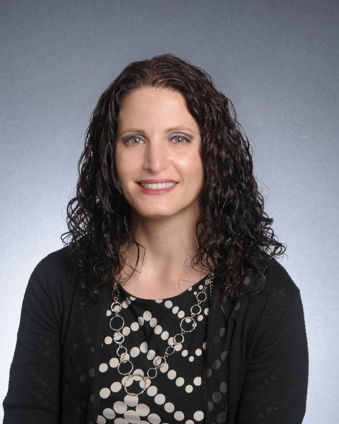 Dr Stephanie Zeszutek