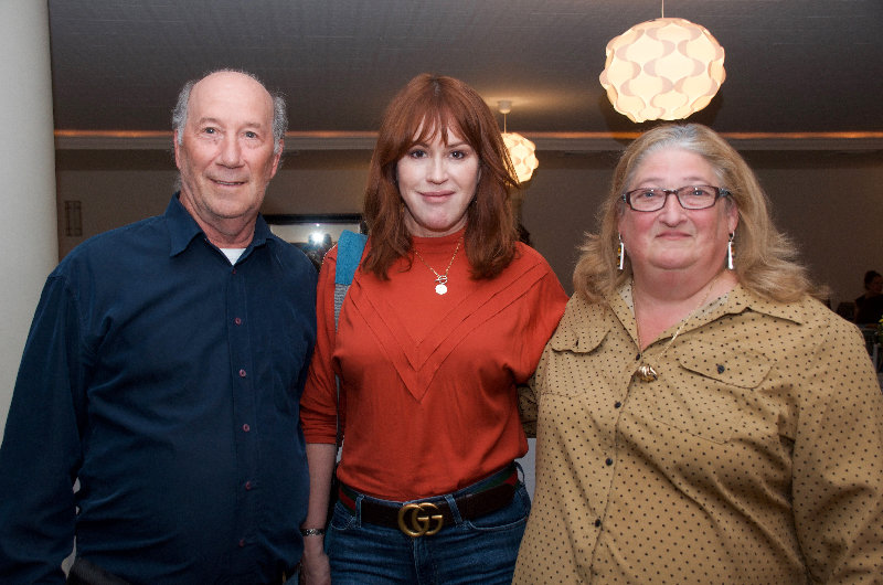 Chris (l) and June Henley (r) chat with Molly Ringwald.