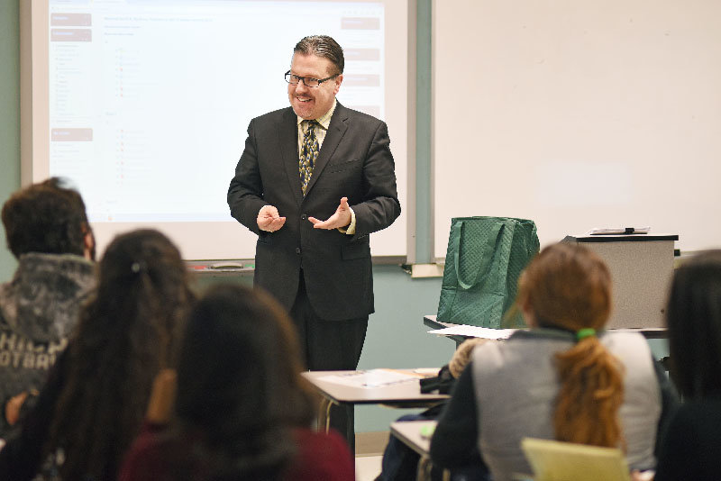 Walden Savings Bank president and CEO Derrik Wynkoop makes a presentation to students from the International Business School – São Paulo on financial statement analysis at Mount Saint Mary College on Tuesday, Jan. 19, 2016.