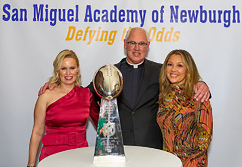 """Ann Mara Cacase, Rev. Mark Connell and Vanessa Williams at the San Miquel Academy """"Defying the Odds"""" dinner."""