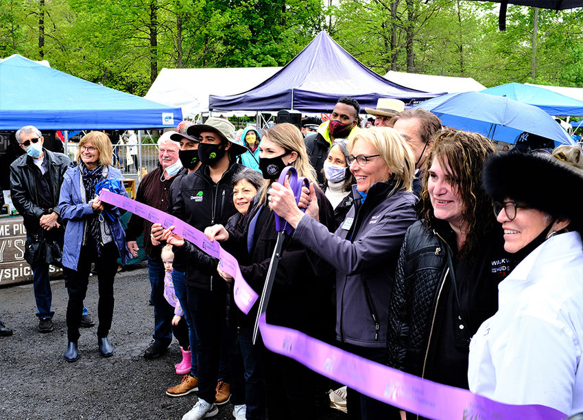 Walkway Executive Director Elizabeth Waldstein-Hart cuts the ceremonial ribbon to mark the state's support for the park.