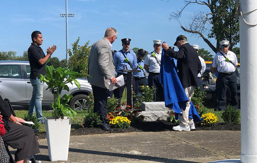 Mr. William Kaplan unveils the new memorial.