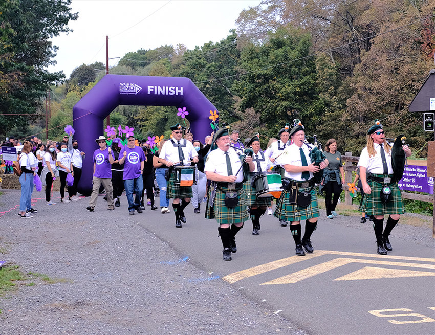 The Ulster County Ancient Order of Hibernians Pipe Band kicked of the 2021 Walk by playing the 'Wearing of the Green'.
