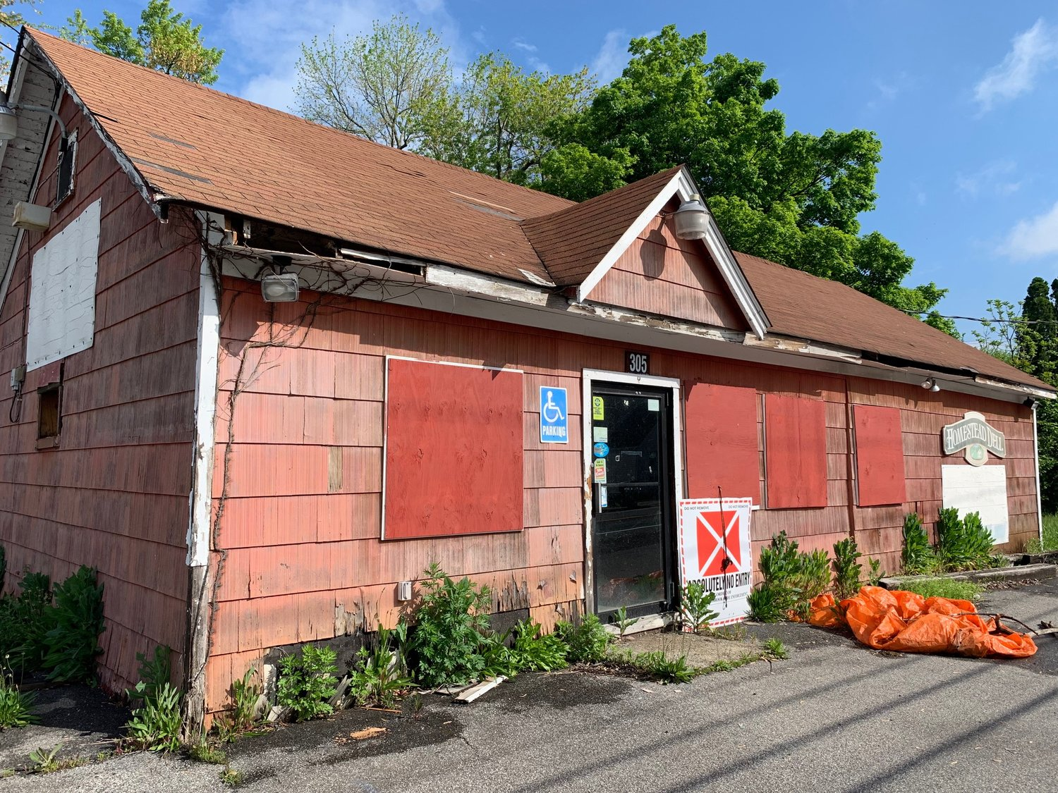 Located at 305 Homestead Avenue in Maybrook, the vacant Homestead Deli is an eyesore and health risk, according to village resident Linda Amodio.